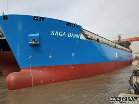 江苏招商重工45000立方米LNG船出坞上驳