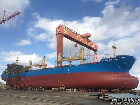威海三进船业一艘3.6万吨散货船下水