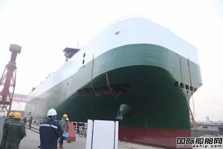 港船重工一艘8000PCTC汽车滚装船出坞