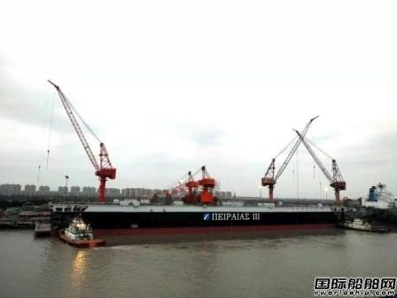 """上海中远海运重工""""中远佘山""""浮船坞出坞"""