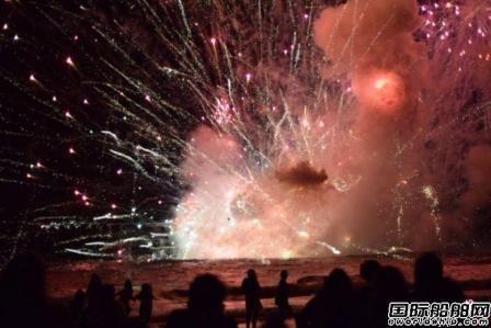 澳大利亚新年派对一艘烟火船爆炸