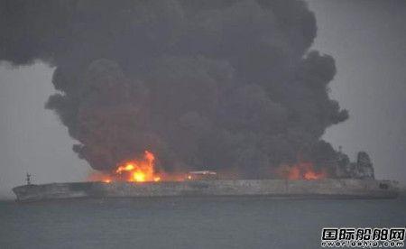 32人失联!两艘船长江口相撞一船燃烧