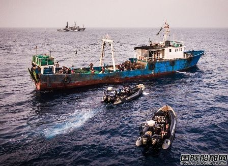 一艘中国渔船非法捕捞遭利比里亚扣留