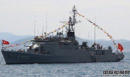 土耳其海军一艘巡洋舰起火