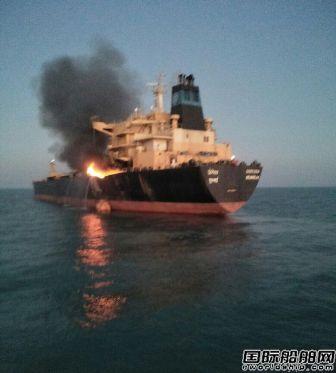 一艘成品油船在印度锚地起火2人受伤