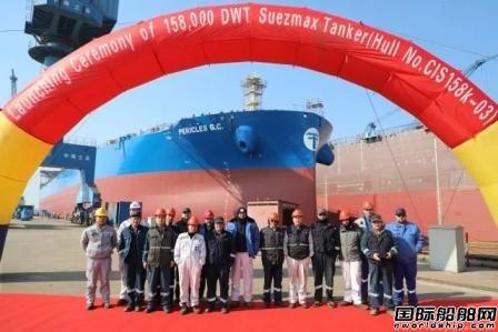 扬州中远海运重工同日实现出坞试航