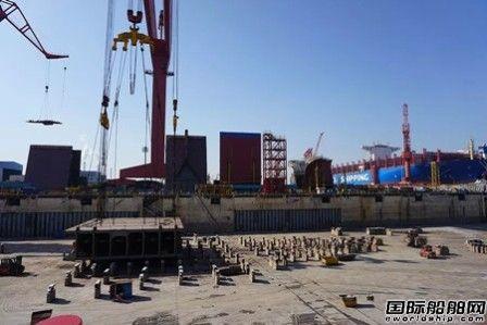 外高桥造船又一艘40万吨VLOC顺利下坞