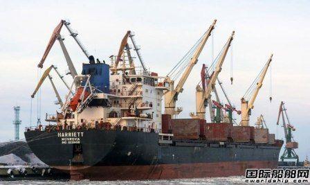 一艘散货船在俄罗斯白海海域搁浅