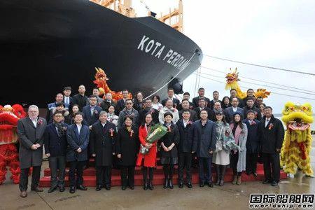 扬子江船业三艘万箱船同时命名