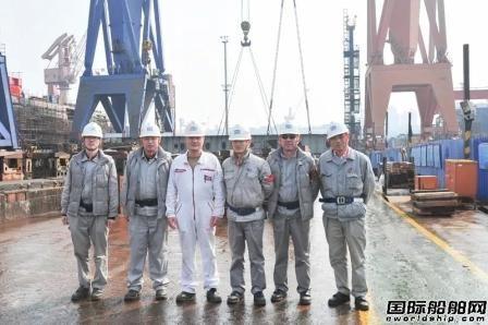沪东中华13000吨重吊船4号船进入船台建造