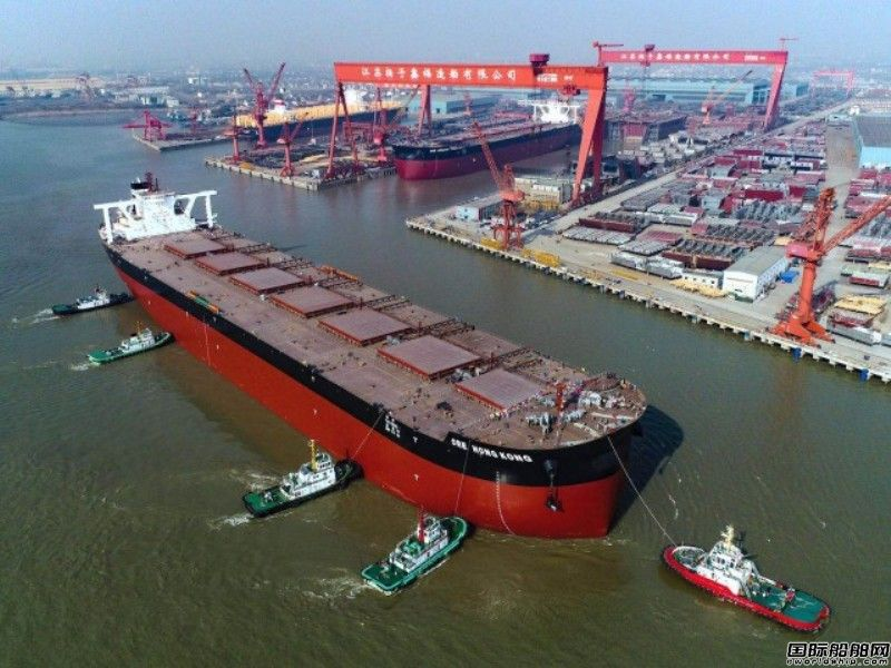 泰州造船史上最大船舶出江试航