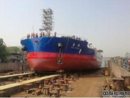 江东船厂为舟山冠全海运建造散货船下水