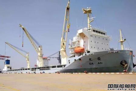 """中远海运特运""""无缝对接""""船靠船装货"""