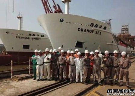 广新海工两艘冷藏船顺利出坞