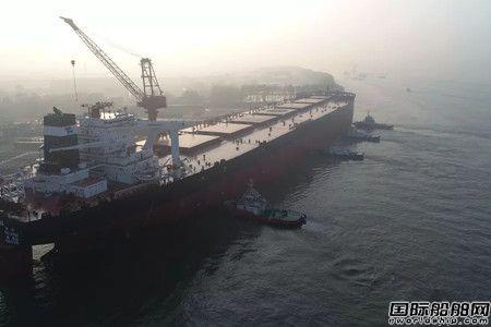 扬子江船业首制40万吨矿砂船试航凯旋
