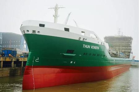 中航鼎衡16300吨双燃料化学品船3#船出坞