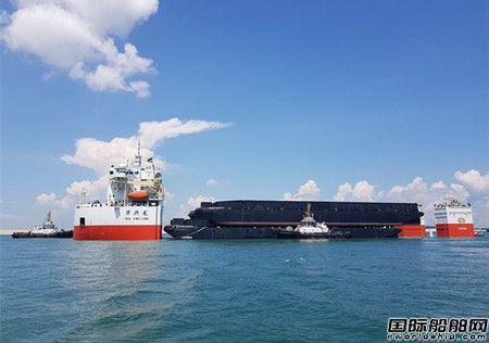 """12000吨抬浮力打捞工程船""""华兴龙""""轮首航"""