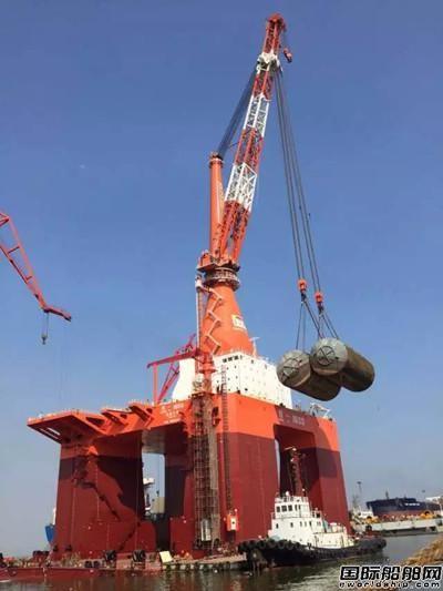 振华重工制造国内最大桅杆吊完成现场调试