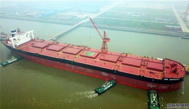 """江苏太仓:40万吨级矿砂船""""深圳号""""首航"""