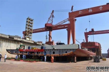 扬子江船业首制62000DWT木片船进坞