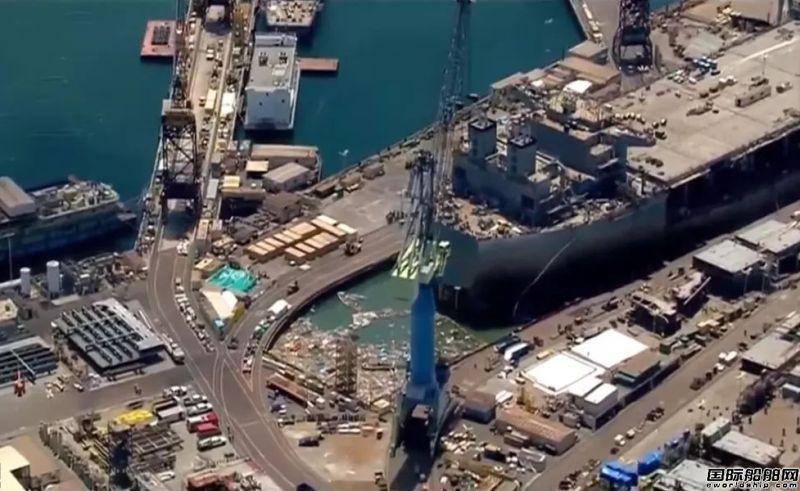 美海军在建船坞闸门发生垮塌事故